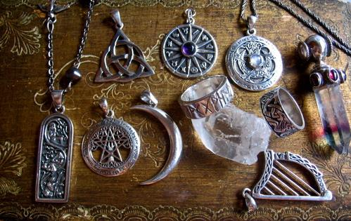 http://www.paranormal.ro/wp-content/uploads/2019/06/talismans.jpg